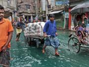 Cyclone Roanu hits Bangladesh: 24 dead, thousands left homeless