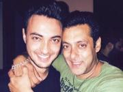 Salman Khan might have a cameo in brother-in-law Aayush Sharma's debut film
