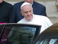 Pope Francis displays humility, stops by hotel to collect luggage