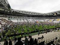 Fans invade pitch after Juventus win 31st Serie A title