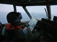 Australia takes over 'southern vector' in search for missing Malaysian jet