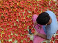 Chinese lights spell darkness for traditional potters this Diwali