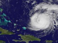 Eye of weakening Hurricane Gonzalo smashes into Bermuda