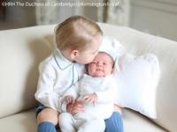 Guess what's really 'breaking' the internet? This cute photo of Prince George and Princess Charlotte