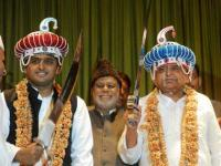 New year thaw in SP as Mulayam revokes sacking of two Akhilesh aides