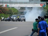 Islamic State claims responsibility for Jakarta attacks that left five gunmen, two others dead