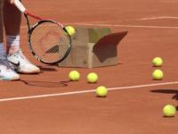 Lower court nets, play with lighter balls to make women's tennis more competitive, says new study
