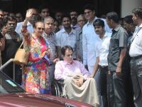 Dilip Kumar exits hospital after a week with a smiling Saira Banu in tow
