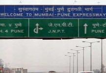 Tragedy on Mumbai-Pune Expressway: Six college students killed in car accident
