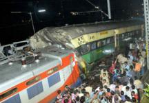 Passenger train collides with a goods train at Cuttack killing 1, 22 injured