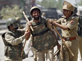 Kashmir unrest: It is naïve to think that cops can do away with pellet guns in the Valley