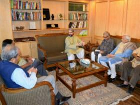 Kashmir crisis: Mainstream politicians reach out to Hurriyat but situation on ground remains same