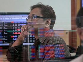 Sensex tanks 448 points, Nifty slips below 10,000 on global sell-off, falling rupee