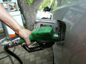 Maharashtra cuts VAT on petrol by Rs 2 per litre, diesel by Re 1; Sena seeks more relief