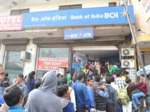 Salary day amid note ban: Banks start rationing to combat cash crunch; pressure to escalate