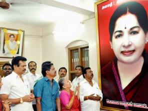 Jayalalithaa still on life support; Rajnath Singh says no law and order problem in Tamil Nadu