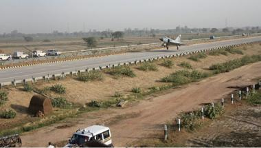 IAF lands Mirage 2000 fighter jet on Yamuna Expressway