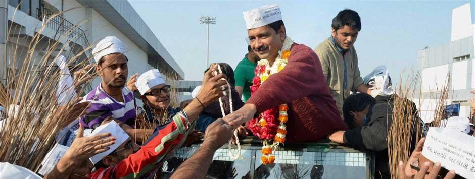 Live: Kejriwal's convoy stopped, told to seek appointment
