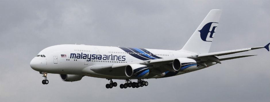 Beijing bound Malaysia Airlines plane with 239 people missing