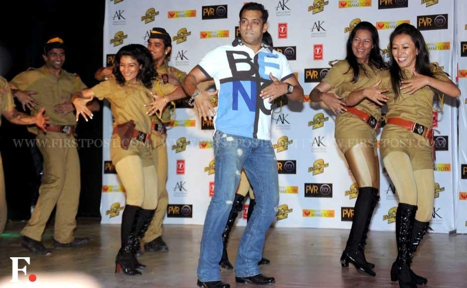Salman Khan dancing at the premiere of Dabangg 2. Sachin Gokhale/Firstpost