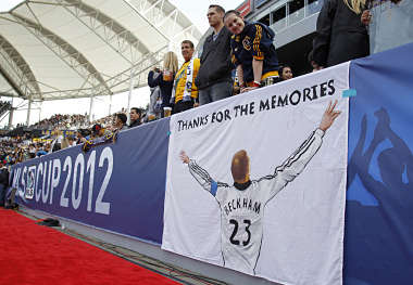 Fans thank Los Angeles Galaxy's David Beckham with a sign before the MLS Cup championship soccer game against the Houston Dynamo in Carson, California. Reuters