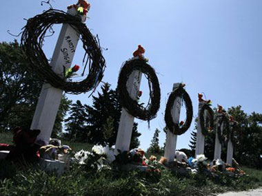 A memorial dedicated to the victims of the Gurdwara shooting in Wisconsin. Agencies.