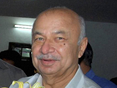 Sushil Kumar Shinde may make a statement in Parliament to defuse row over his Hindu terror remarks. PTI