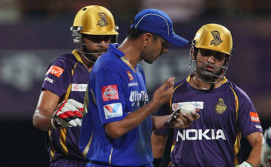 Dravid and Gambhir inspect the ball during the game. BCCI