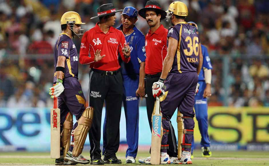 Umpires try and calm down the situation as Dravid, Bisla and Gambhir exchanged words. BCCI