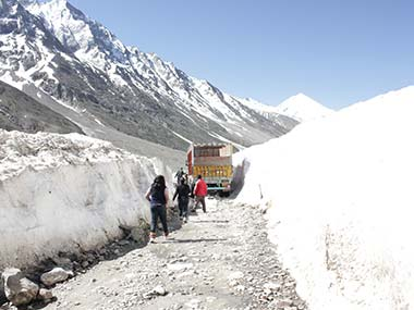 Srinagar-Leh highway closed for traffic as Valley faces heavy snowfall