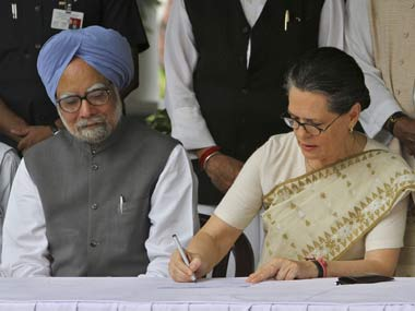 With 20/20 hindsight and a closer look at what the PM said at his press conference, it is possible to speculate on the underlying Sonia-Manmohan relationship