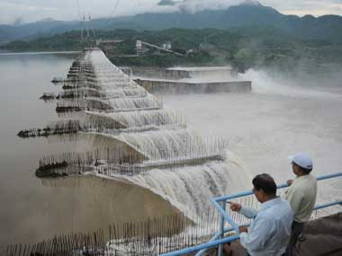 Overflowing Sardar Sarovar Narmada Dam on Narmada river at Kevadia Colony of Narmada District some 200 km from Ahmedabad on 29 August 2011. AFP