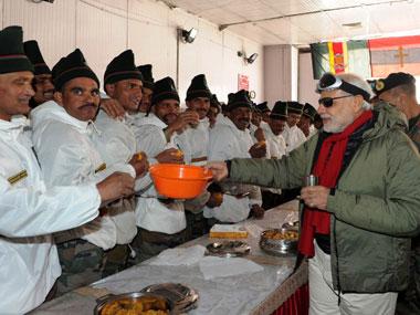 PM Modi at the Army camp at Siachen. Image courtesy: PIB