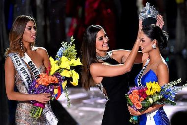 The final and correct crowning of Miss Universe 2015. Image courtesy: Twitter/@EW