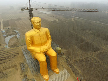 A huge statue of Chairman Mao Zedong under construction in Tongxu county in Kaifeng, central China's Henan province. AFP