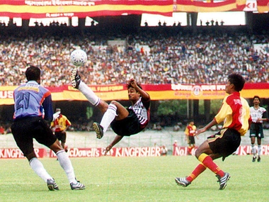 A National Football League match between East Bengal and Mohun Bagan in Calcutta, 10 April 2001. AFP
