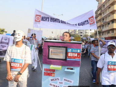 Vaastav Foundation walks the Mumbai Marathon. Image courtesy: http://vaastav.org/