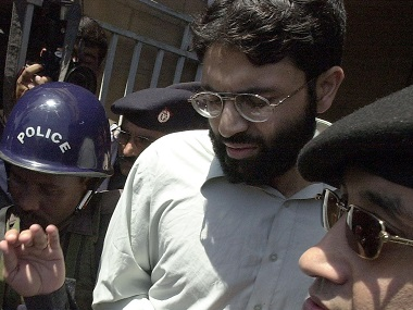 Pakistani police surround Ahmed Omar Saeed Sheikh, currently on death row for the 2002 murder of Wall Street Journal reporter Daniel Pearl, in a file photo. AFP