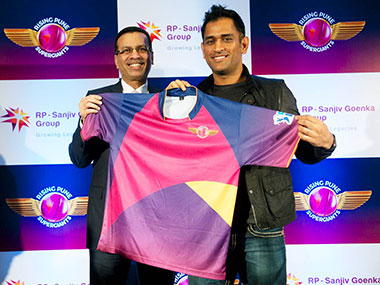 MS Dhoni unveiling the jersey of Rising Pune Supergiants. Image: Naresh Sharma / Firstpost