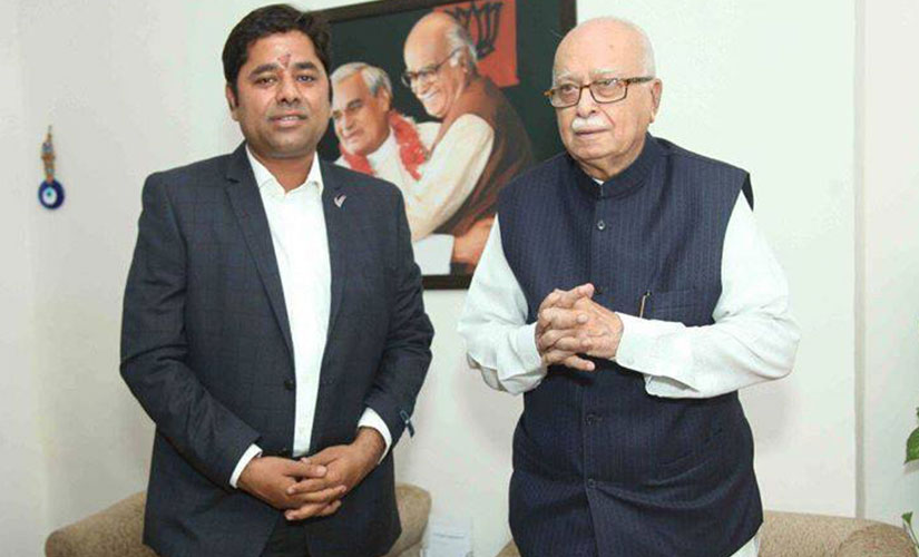 LK Advani with Chauhan. Image courtesy: Vikram singh chauhan/Facebook