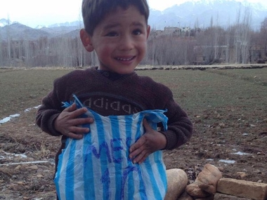 Five-year-old Murtaza Ahmadi idolises Messi. Image Credit: Twitter/ @messi10stats