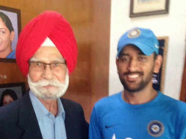 Hockey legend Balbir Singh (left) with Indian limited-overs skipper MS Dhoni. PTI
