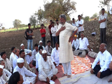 Water conservationist Rajendra Singh interacting with farmers in Osmnabad during the inaugural function of one of the Jal Biradari project in the district. Image courtesy: Suneel Joshi