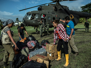 Soldiers and volunteers unload humanitarian aid from a helicopter to be delivered to earthquake victims in Pedernales, Ecuador. Getty Images
