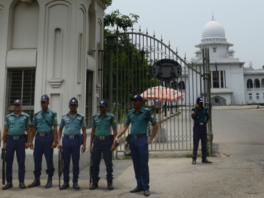 Bangladeshi police personnel stand guard at the Supreme Court premises in Dhaka on May 11, 2016.   Thousands of police were deployed May 11 in Bangladesh after the main Islamist party's leader was executed for war crimes, in a country reeling from a string of killings of secular and liberal activists. Jamaat-e-Islami party president Motiur Rahman Nizami was hanged at Dhaka's Central Jail late May 10, after the top court upheld his death sentence for the massacre of intellectuals during the 1971 war of independence with Pakistan.  / AFP PHOTO / STR