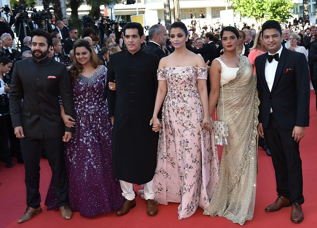 "(FromL) Indian producers Jackky Bhagnani and Honey Bhagnani, director Omung Kumar, actresses Aishwarya Rai and Richa Chadha and producer Bhushan Kumar pose as they arrive on May 15, 2016 for the screening of the film ""Mal de Pierres (From the Land of the Moon)"" at the 69th Cannes Film Festival in Cannes, southern France. / AFP PHOTO / ALBERTO PIZZOLI"
