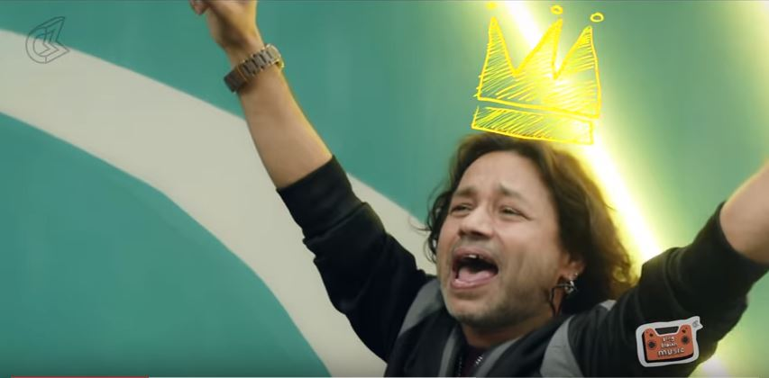 Kailash Kher wearing his well deserved crown. YouTube screen grab