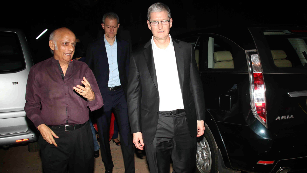 Mukesh-Bhatt-&-Tim-Cook2