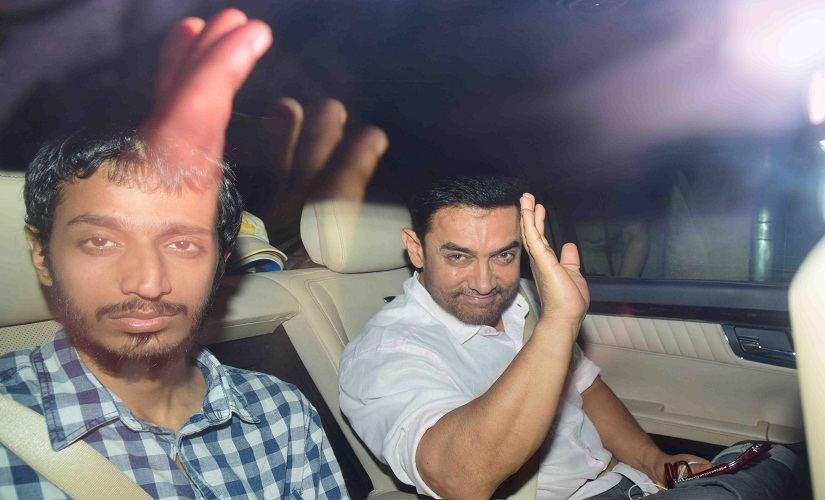 Aamir Khan is driven into Mannat on Wednesday night, for the dinner with Tim Cook. Image by Sachin Gokhale/Firstpost