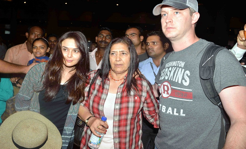 Preity and Gene pose for photographers at the airport. Image by Sachin Gokhale/Firstpost